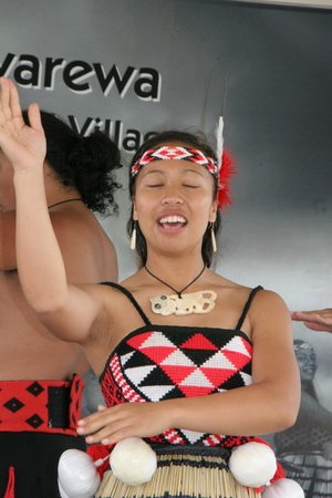 Whakarewarewa - The Living Maori Village: The show