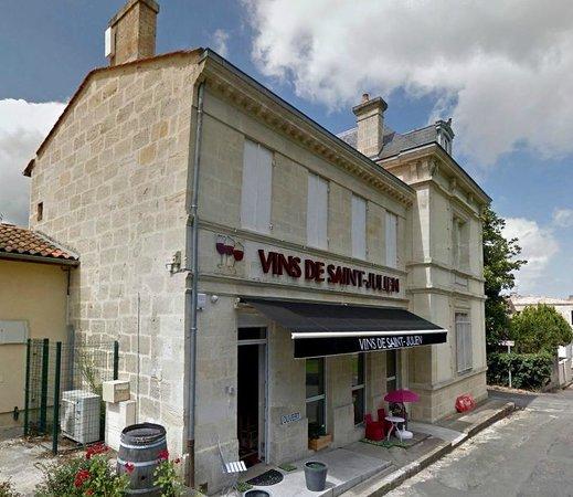 Saint-Julien-Beychevelle, France : Via Vinum Wineshop