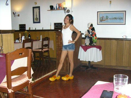 De Bonte Koe: Filipijnse op klompen.