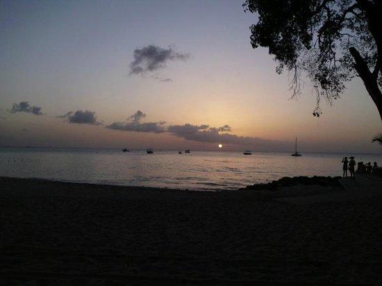 Surfside Restaurant & Beach Bar: Sunset seen from Surfside in Holetown