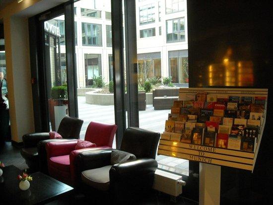 Suite Novotel München Parkstadt Schwabing : Lobby