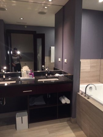 Ivy Boutique Hotel: Bathroom