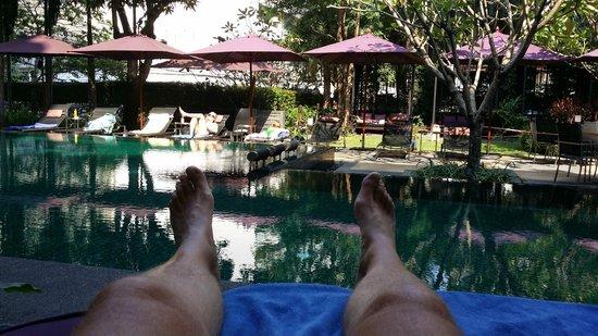 Sukhumvit 12 Bangkok Hotel & Suites : The Garden and pool