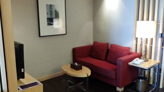 Sukhumvit 12 Bangkok Hotel & Suites : Sitting area in studio