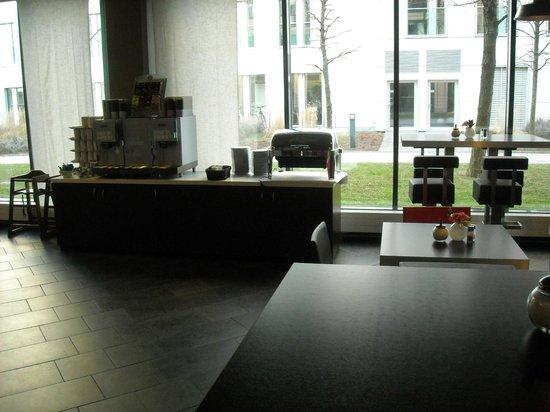 Suite Novotel München Parkstadt Schwabing: Breakfast's corner