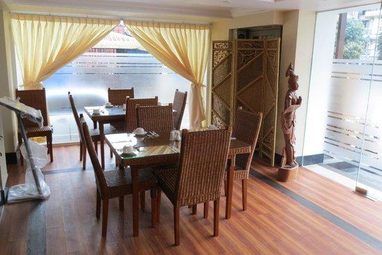 Hotel Wardan: Modern dining room