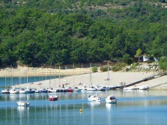 Camping Le Clos de Barbey : Le port à 800 m du camping