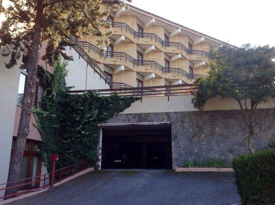 Hotel rey Sancho Ramírez: Parking interior del Hotel