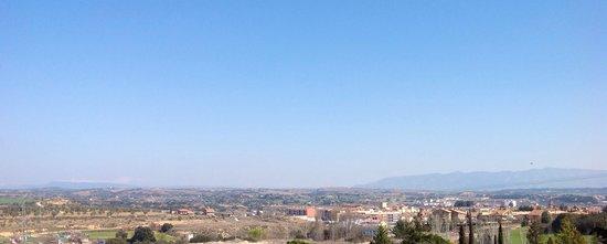 Hotel rey Sancho Ramírez: Vistas de Barbastro y el Pirineo desde el Hotel