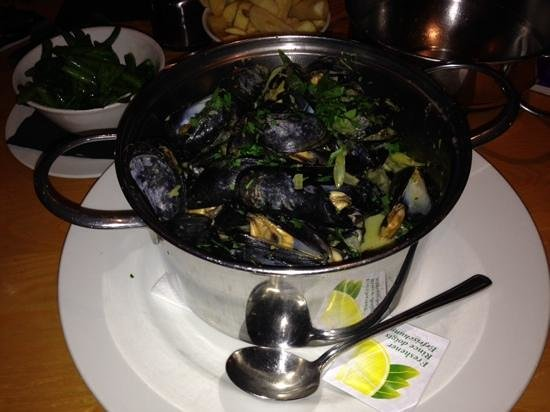 Moules A Go Go -: yummy muscles in thai sauce
