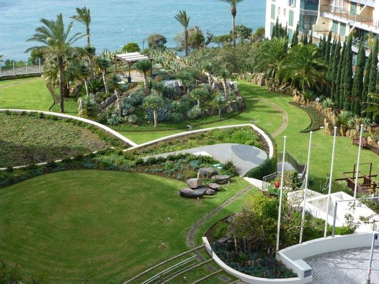 Pestana Grand Premium Ocean Resort : Well maintained gardens
