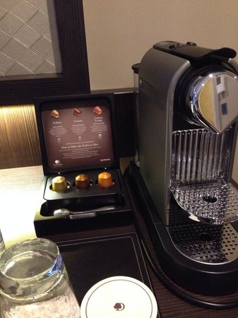 DoubleTree by Hilton - London Hyde Park: Espresso in the room