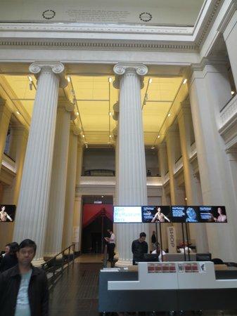 Musée du mémorial de guerre d'Auckland : Columns