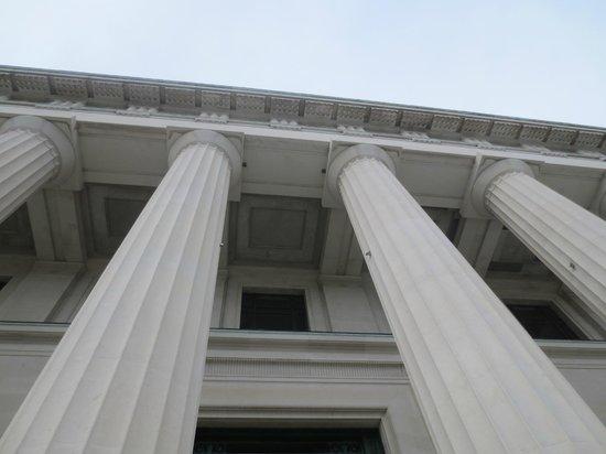 Musée du mémorial de guerre d'Auckland : Upview of Museum