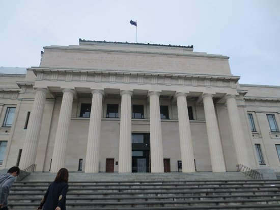 Musée du mémorial de guerre d'Auckland : Imposing