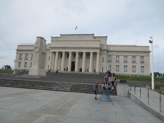Musée du mémorial de guerre d'Auckland : Front view