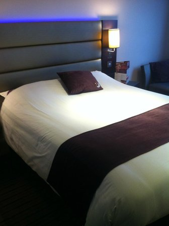 Premier Inn Dover Central (Eastern Ferry Terminal) Hotel: Bed