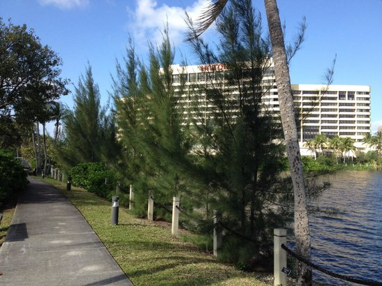 Hilton Miami Airport Blue Lagoon: Nice walking trail