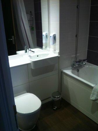 Premier Inn Dover Central (Eastern Ferry Terminal) Hotel: Bathroom