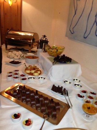 Hotel Meierhof Davos: Dessertbuffet am Abend