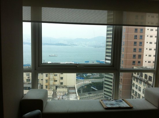 Hotel Jen Hong Kong: Harbor view from our room on the 18th floor