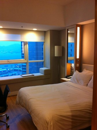 Hotel Jen Hong Kong: All of the rooms are nice but ask for a room with a view of the harbor!