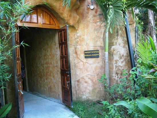 Hotel San Bada: Entrance to tunnel