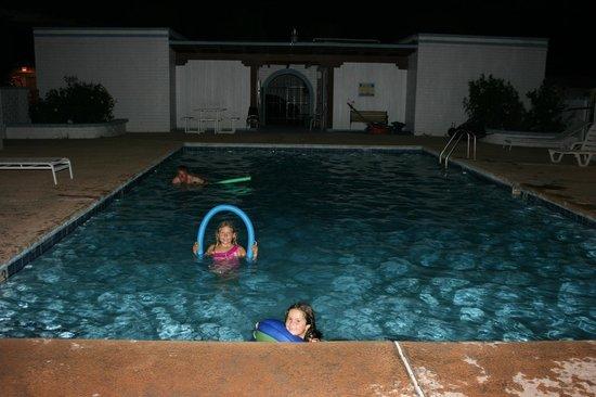 Bella Vista Motel: Pool fun!!!