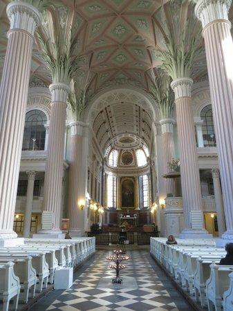 St. Nicholas Church (Nikolaikirche): Innenraum mit palmenartigen Pfeilern