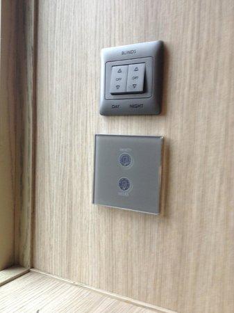 PARKROYAL on Pickering: switch untuk menaik-turunkan window blinds