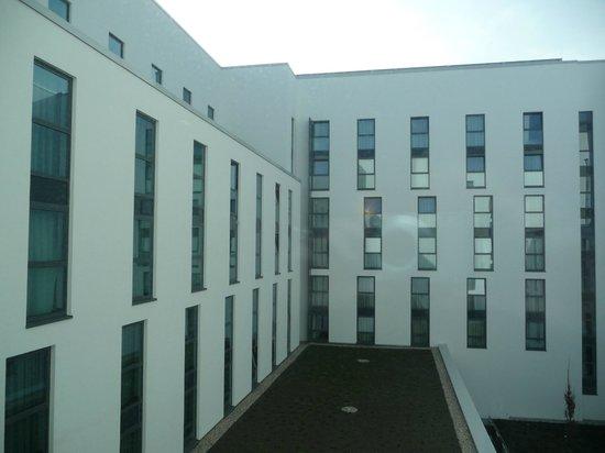 IntercityHotel Berlin Hauptbahnhof : View to the inner courtyard