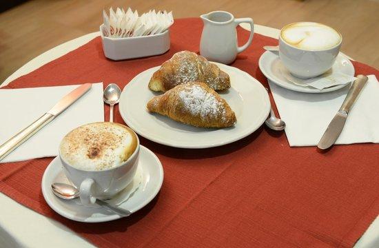 Astor Hotel: prima colazione con croissants freschi