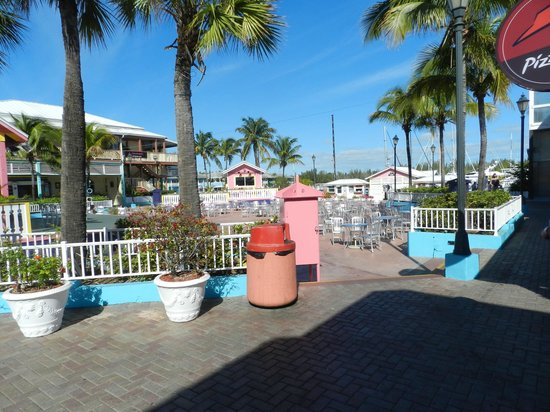 Grand Lucayan, Bahamas : Count Basie's square for live entertainment