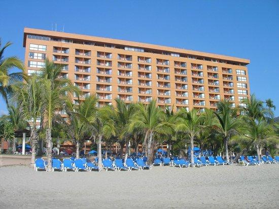 Barcelo Ixtapa: Vue sur l'avant de l'hôtel