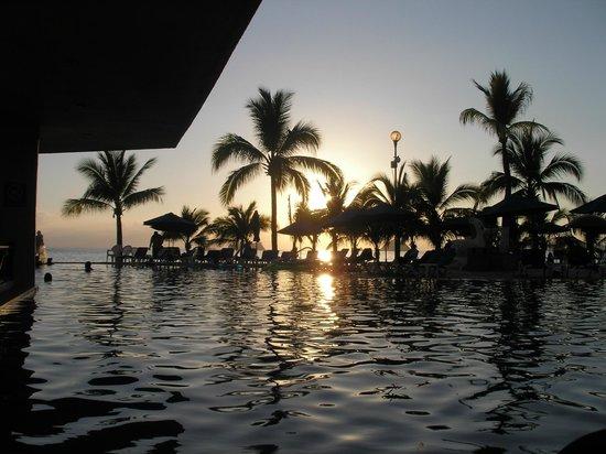 Barcelo Ixtapa: Vue sur le coucher du soleil du balcon de la chambre