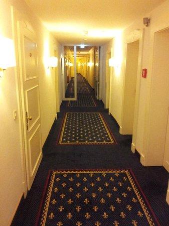 Grand Hotel Sonnenbichl: Hallway