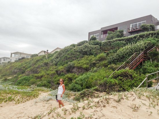 Dune Guest Lodge: The Lodge is perched high above Wilderness Beach