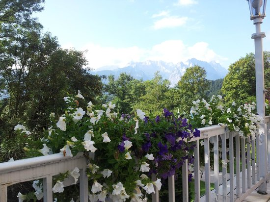 Grand Hotel Sonnenbichl: View to Zugspize from porch