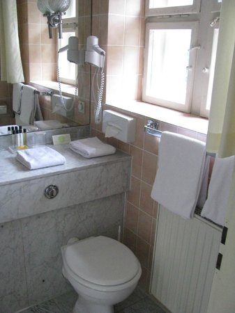Grand Hotel Sonnenbichl: Clean bathroom