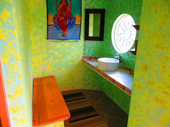 Kaalpul Atitlan Eco Hotel & Spa: Sacred Mountain Dome sink area.  Shower is in a separate room to the left.
