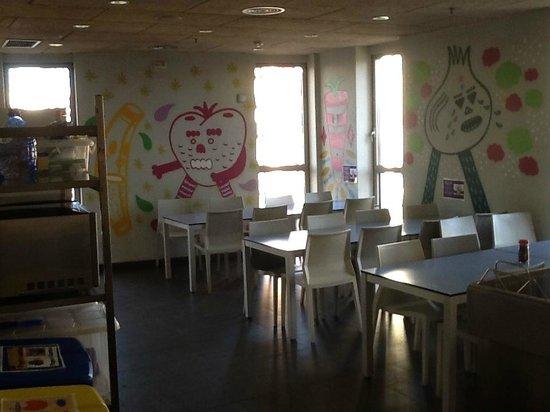 Urbany Barcelona Hostel : CUISINE //SALLE A MANGER