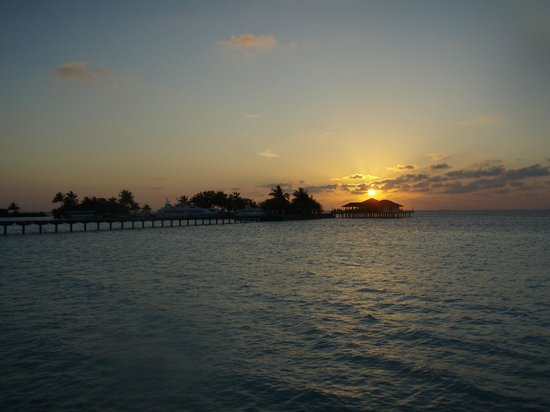 Paradise Island Resort & Spa: Sunset over the jetty