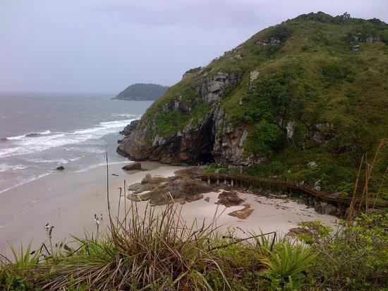 Paranagua, PR: Vista externa da Gruta