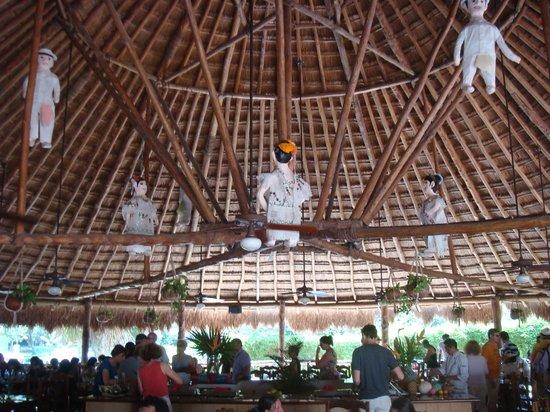 Hotel Hacienda Uxmal Plantation & Museum: salle a manger, plafond