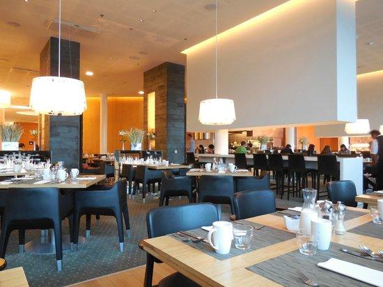 Hilton Helsinki Airport: ホテル内のレストラン