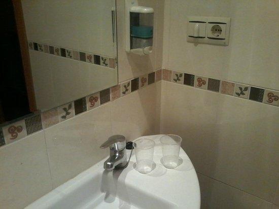 Extractor De Baño Hace Mucho Ruido:Hotel Mayna: Vasos de los malos de cadena 100