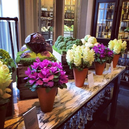 Corinthia Hotel London: Morning Flowers