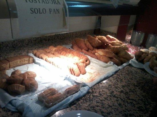Hotel Mayna: Bufet del desayuno