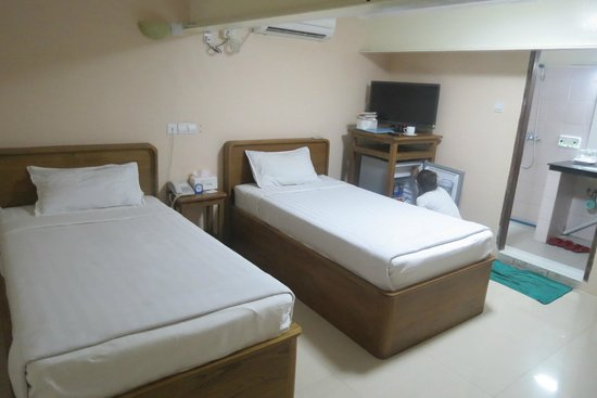 Aung Tha Pyay Hotel: Bedroom