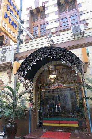 Aung Tha Pyay Hotel: Entrance